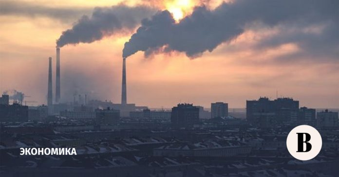 Pollution of water, air and land in Russia, slowing economic growth