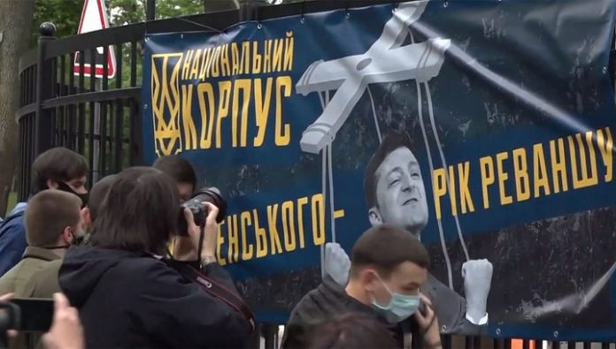 Opponents Zelensky sang the national anthem under the Windows of his house and pasted over the fence flyers
