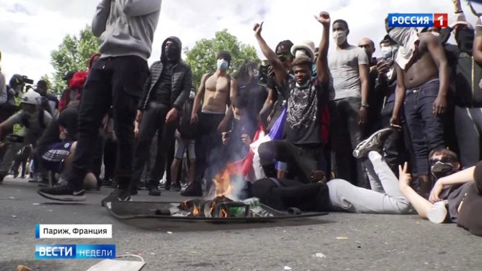 Paris has turned into an arena for gladiatorial fights