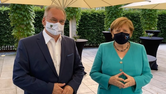 Merkel wore a mask with a Mobius strip